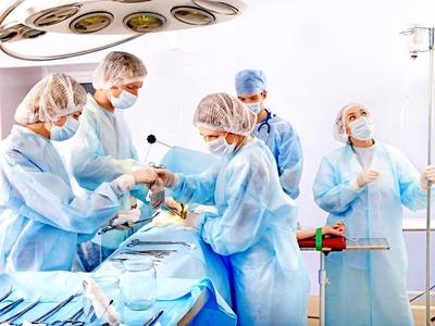 Igual que en cualquier otro tipo de cirugía, la cirugía plástica comporta unos riesgos inherentes